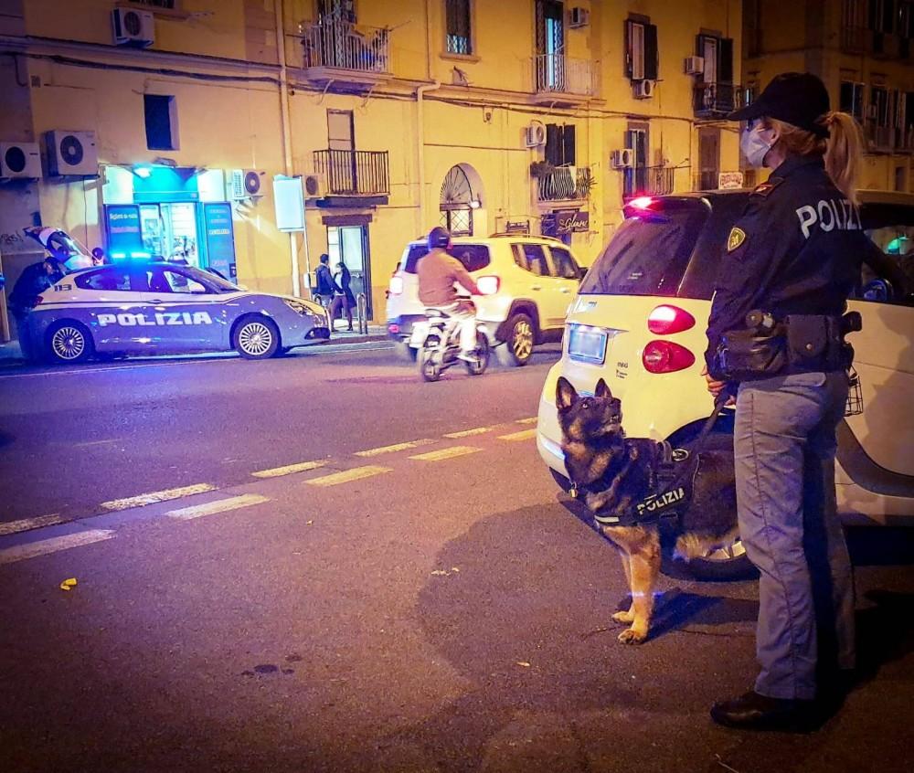 Napoli, servizio di controllo straordinario della polizia nel quartiere Avvocata, 39enne fermata per droga, sequestri e sanzioni