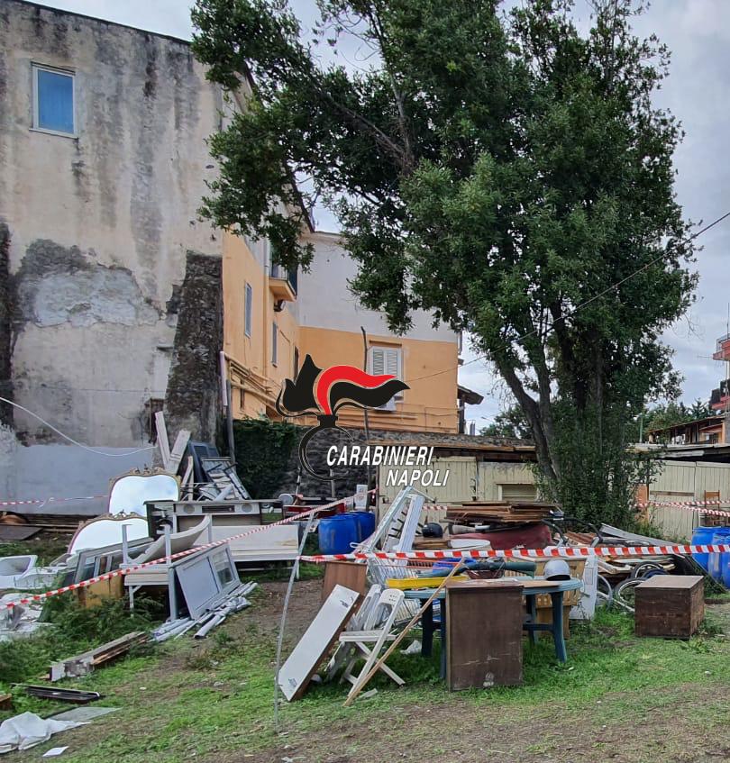 Discarica abusiva scoperta e sequestrata dai carabinieri a Boscoreale (Napoli) vicino al Parco Nazionale del Vesuvio, denunciato il proprietario del terreno