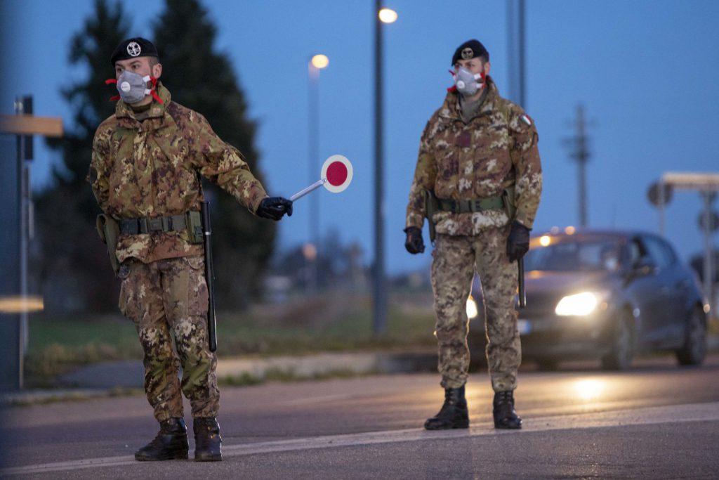 Arzano zona rossa fino al prossimo 30 ottobre, varchi per bloccare accessi ed uscite dal territorio comunale presidiati da forze dell'ordine e militari dell'Esercito