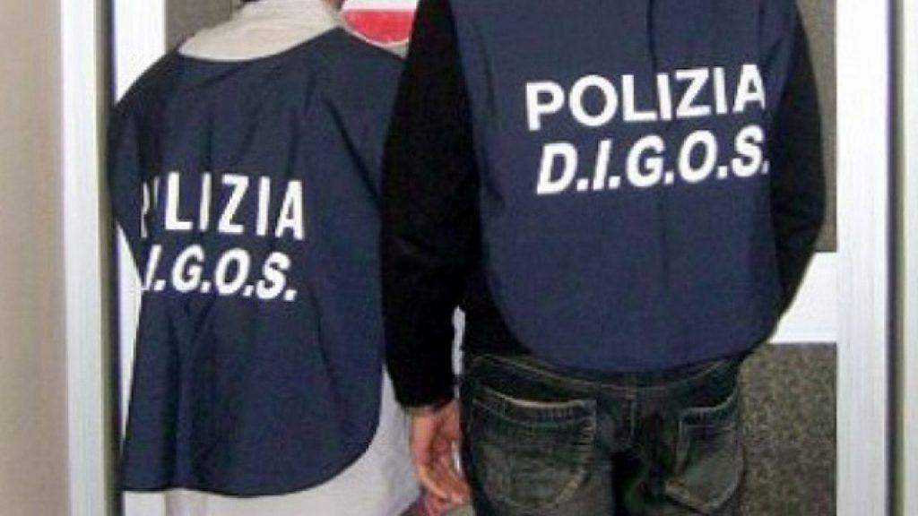 Bombe carta sotto l'abitazione del governatore De Luca: 4 indagati dalla Procura di Salerno per devastazione, saccheggio e resistenza a pubblico ufficiale per i fatti avvenuti la sera del 25 ottobre, perquisizioni della Digos