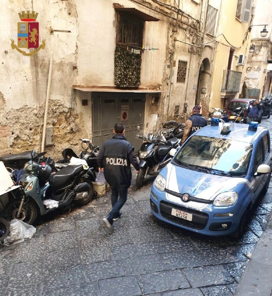 Napoli, officina per motorini abusiva sequestrata dalla polizia ai Quartieri  Spagnoli, l'attività era priva di autorizzazioni, sanzionato il gestore | |  Telecaprinews
