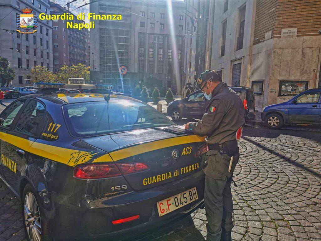 Il bilancio dei controlli anti Covid effettuati nell'ultimo fine settimana dalla Guardia di finanza a Napoli e provincia, 36 le sanzioni tra violazioni delle misure di contenimento, denunce all'autorita' giudiziaria e segnalazioni al prefetto