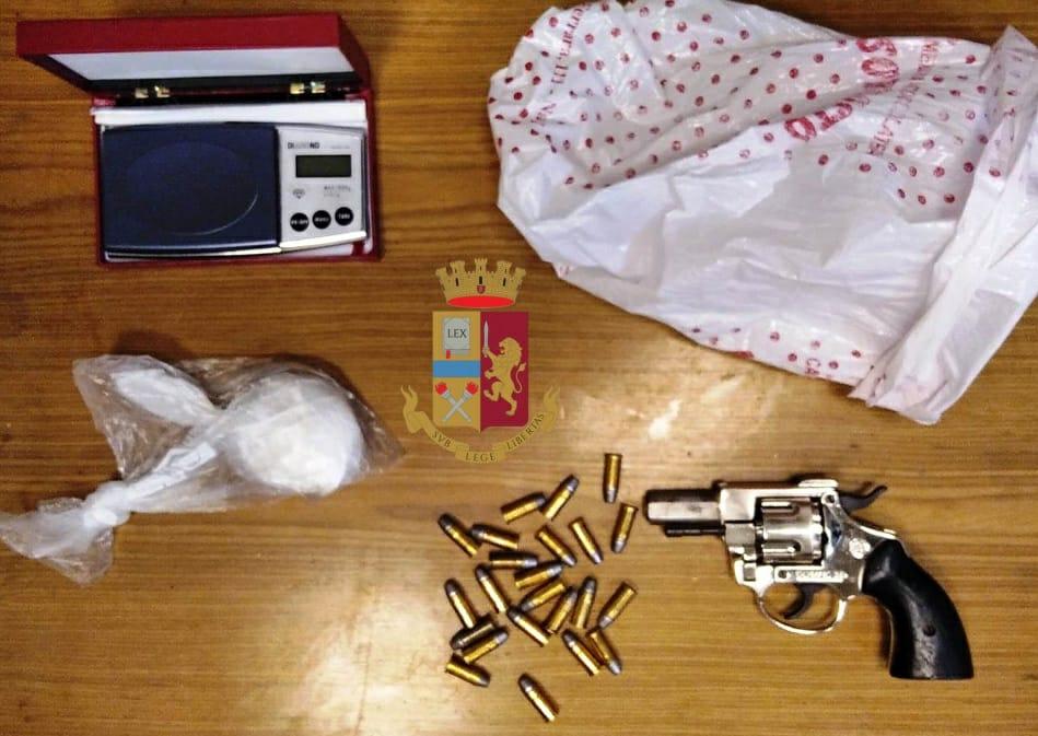 Napoli, armi e droga nascoste in uno stabile in corso Novara, arrestato dalla polizia un affiliato al clan Contini, in manette anche la compagna tunisina