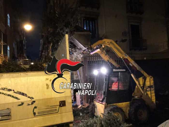 Diversi gli interventi a Napoli dei carabinieri legati al rito dei Falò di S. Antonio Abate, 21 persone sanzionate. In un caso il rogo minacciava le case ed è stato necessario l'intervento dei vigili del fuoco