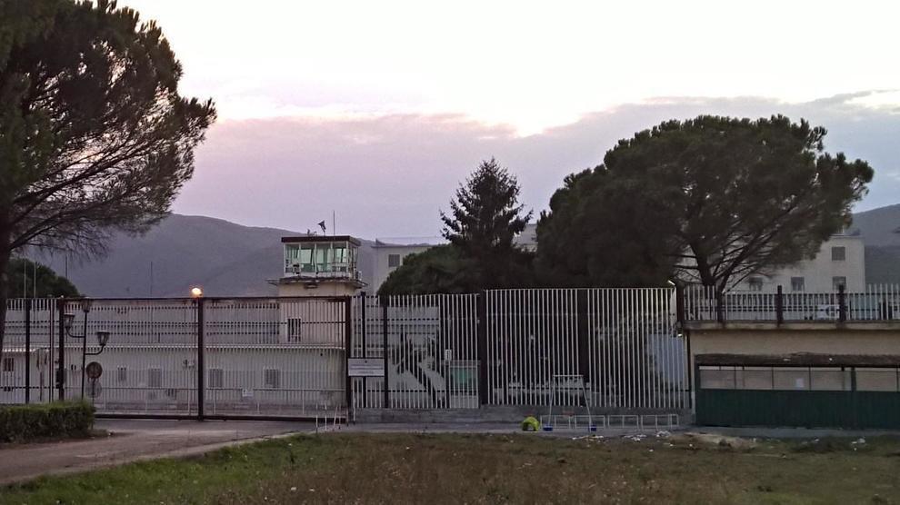 Coronavirus: un ispettore che prestava servizio nel carcere di Carinola (Caserta), è morto a causa delle complicanze sorte dopo essere stato contagiato. E' il secondo decesso per un focolaio in carcere