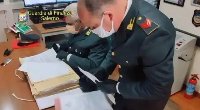 Bancarotta fraudolenta, arrestati dalla Guardia di finanza di Salerno due imprenditori operanti nel settore della grande distribuzione