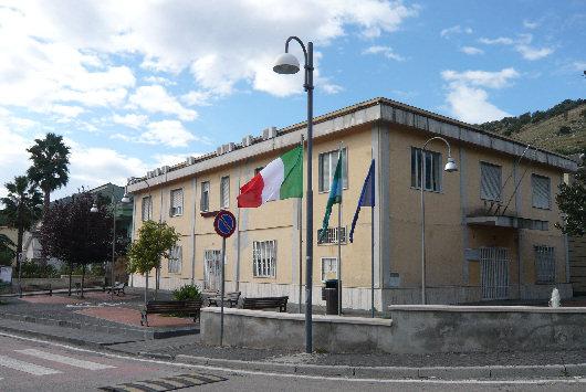 Sequestrati dai carabinieri due villette e conti correnti ad un ex dirigente comunale di Valle di Maddaloni (Caserta), l'uomo è accusato di peculato continuato
