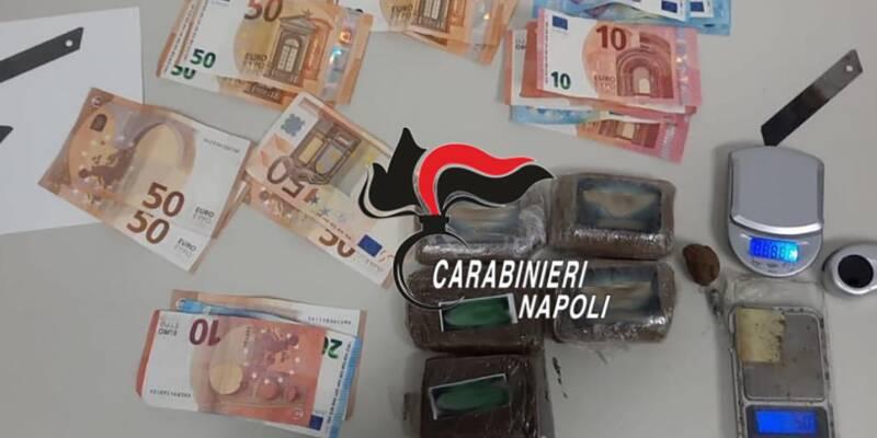 Quarto (Napoli): scoperto dai Carabinieri con 5 panetti di hashish in casa per una quantità complessiva pari a mezzo chilo, arrestato un 36enne
