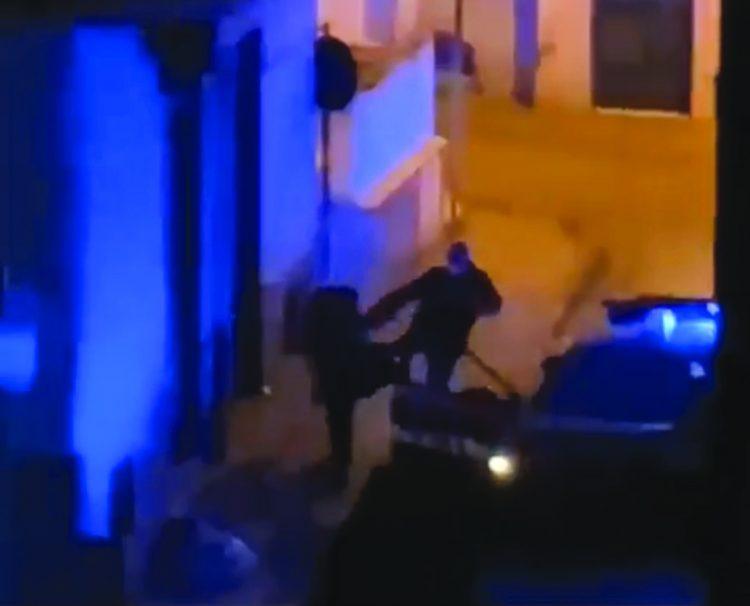 """Carabiniere prende a calci un ragazzo a Terzigno (Napoli), il video diventa virale. Il Comando Provinciale: """"Avviati accertamenti, verranno perseguiti con il massimo rigore comportamenti inconciliabili con i valori fondanti dell'Arma"""""""