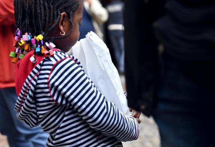 Asilo degli orrori scoperto dalla Polizia a Castel Volturno (Caserta), anche casi di unghie spezzate e peperoncino negli occhi. Arrestata coppia di ghanesi di 35 anni