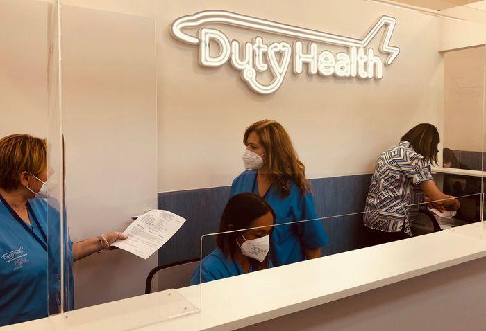 """Covid: inaugurato centro test """"Duty Health"""" a Capodichino. Aperto 7 giorni su 7 per i passeggeri che devono eseguire i tamponi"""