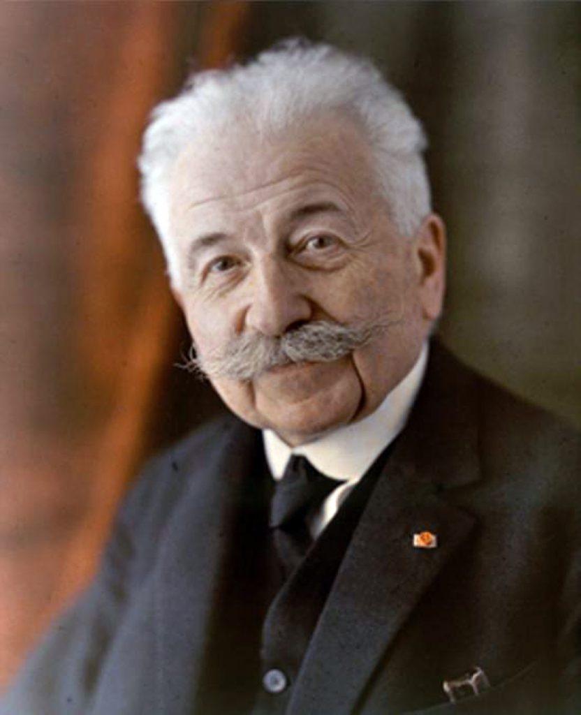 Il 19 ottobre del 1862 nasceva uno dei padri del cinema Auguste Marie Louis Nicolas Lumière. Assieme al fratello Louis Jean Lumière ha inventato ilproiettore cinematograficoe tra i primicineasti della storia